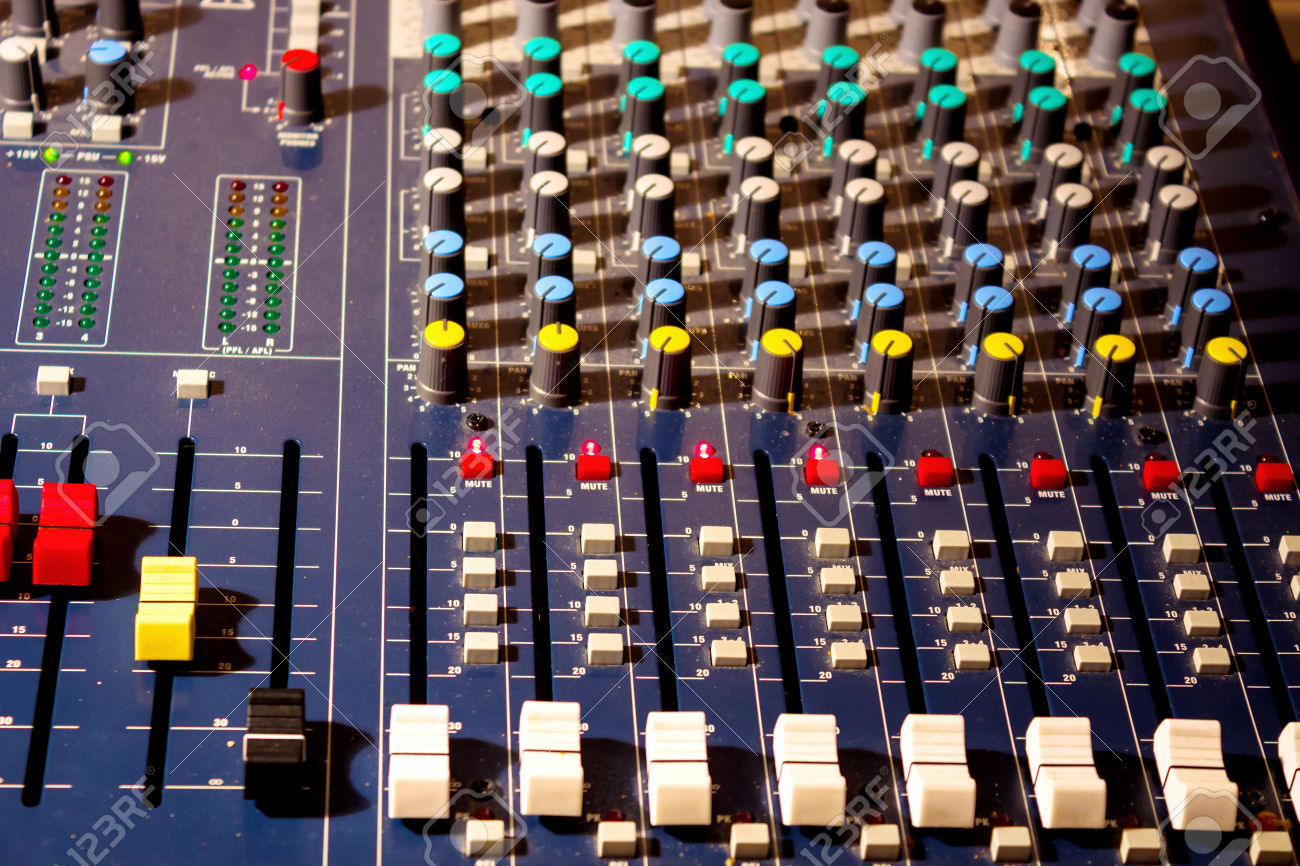 24670587-Audio-console-Control-panel-on-the-audio-mixer-with-knob-and--Stock-Photo